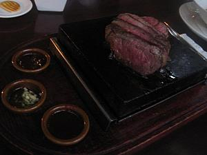 Grilled Beef Tenderloin on Hot Stone 20万ルピア+15.5%