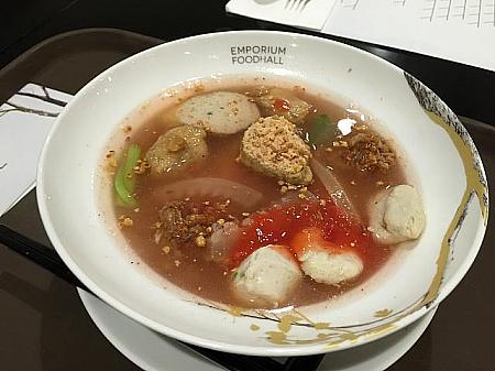 イエンタフォー(Ying Tau Foe noodles with assorted fish balls with soup) 120バーツ