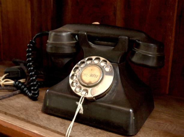 黒 電話 値段
