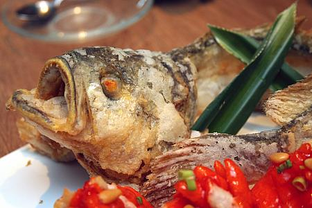 松子繍球黄花魚(Deep-fried yellow croaker, pine nut, sweet and sour sauce)
