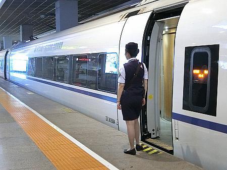 運転手、乗務員の皆さん。鉄道は女性の職場なんです