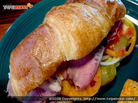 ● ROASTED BEEF+SWISS CHEESE w/Croissant