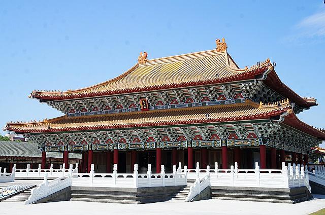 高雄の人気観光スポット「龍虎塔」の近くに孔子廟! | 台北ナビ